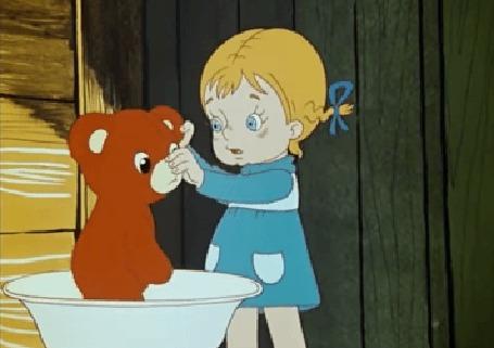 Анимация Девочка купает медведя, мультфильм Живая игрушка