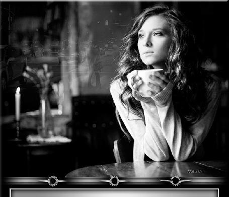 Гиф анимация Девушка с длинными волосами сидит за столом с чашкой кофе в  руках, на фоне едущих автомобилей по улице города и влюбленной парочки by  Nata Vi