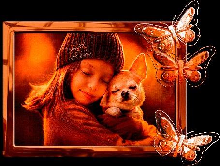 Анимация Милая девочка держит на руках маленькую собачку чихуахуа на фоне бабочек, by Твоя Ангел