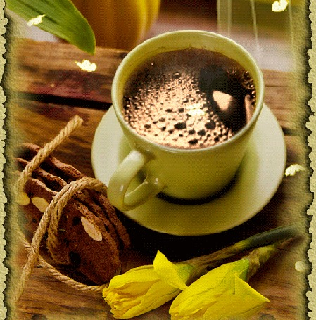 Анимация Чашка кофе на блюдце, печенье и желтые цветы лежат на столе на фоне летающих бабочек