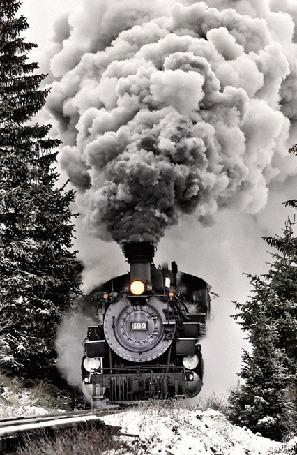 Анимация Паровоз едет по колее железной дороги на фоне заснеженных деревьев