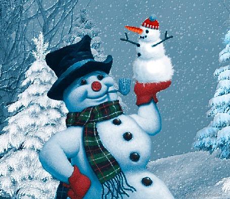 Анимация Большой снеговик в шляпе и с шарфом на шее держит на руке маленького снеговичка на фоне заснеженных елей, by persiyanovanina