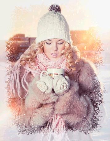 Анимация Блондинка в белой вязаной шапке в розовой шубке в белых варежках держит в руках кружку на фоне снежинок, by Luih
